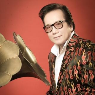 Elvis Phương