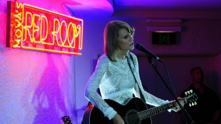 Wildest Dreams (Live In Nova's Red Room) - Taylor Swift