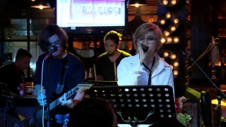 Baby One More Time (Live) - Vicky Nhung