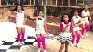 Xúc Xắc Xúc Xẻ (Remix Dance) - Bé Bào Ngư