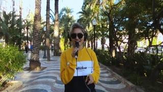Không Bình Thường (Live) - Vicky Nhung